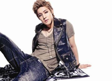 Kim_Hyun_Joong_on_expectations_for_Lucky_Guy_going_solo_and_SNSD_13102011044303